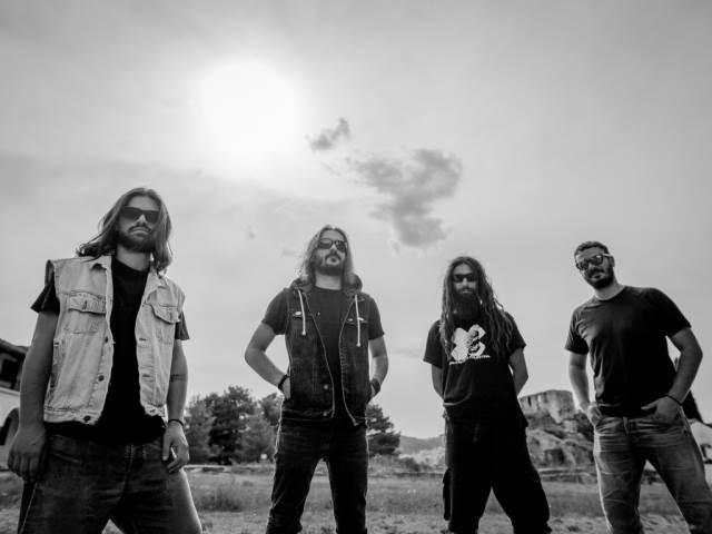 "VILLAGERS OF IOANNINA CITY: Ακούστε το ""Father Sun"" απο το επερχόμενο άλμπουμ"