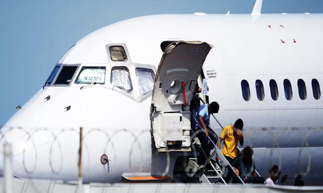 مطار النفيضة وصول أول دفعة من التونسيين الذين تم ترحيلهم من إيطاليا