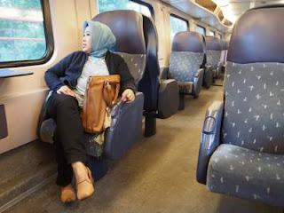Pakai Tas Ransel di Kereta