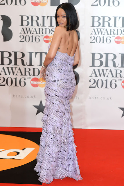 "Brit Awards 2016 - Rihanna ""work"" anti drake dancing couple drizzy ovo music video toronto barbados navy melbourne armani prive norma kamali"