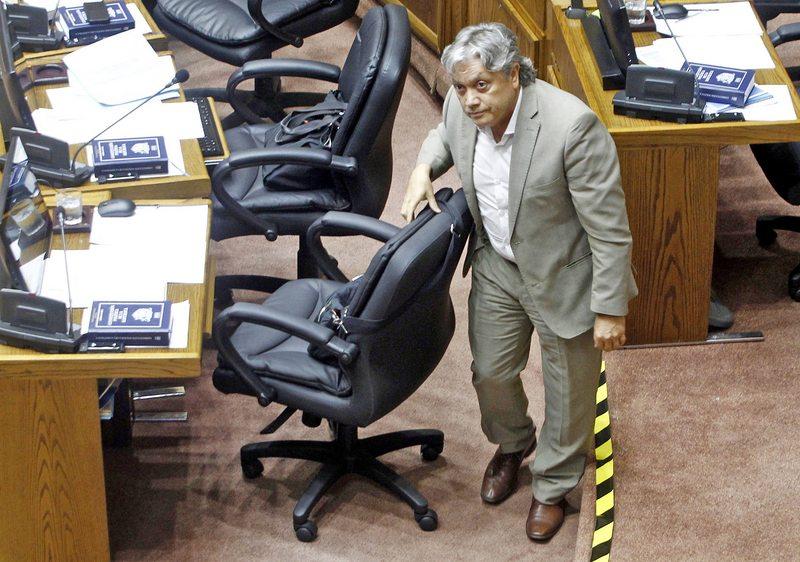 Senador Navarro por recaída volvió a quedar hospitalizado este lunes en la UCI