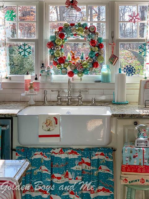 Christmas kitchen with farmhouse sink and vintage style decor - www.goldenboysandme.com