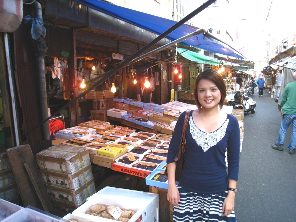 Moments in my life tokyo tsukiji fish market food adventure for Japan fish market