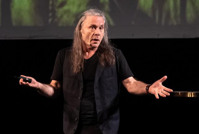 Bruce Dickinson não quer filmes sobre o Iron Maiden e nem virar holograma