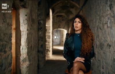 elena Santoro calze velate concorrente la caserma