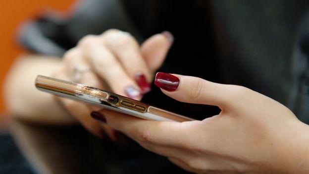 """BBC: """"Προσπάθειες πορνείας πολυτελείας στα κορίτσια του instagram"""""""