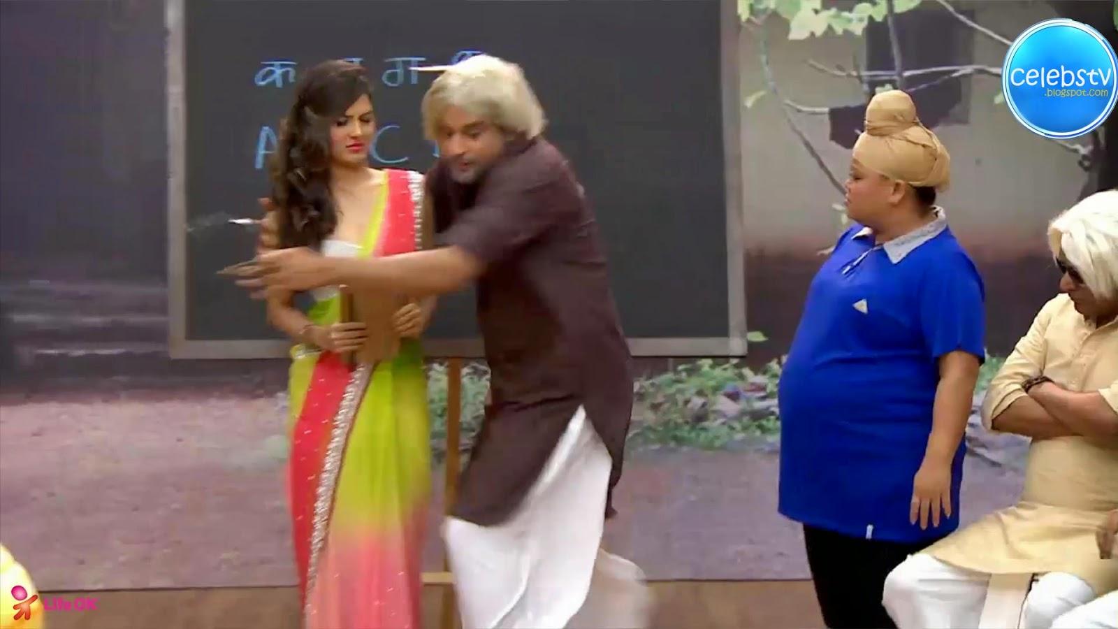 Pooja Bose Very Hot Sexy Bouncing Boobs, Navel Show -2370