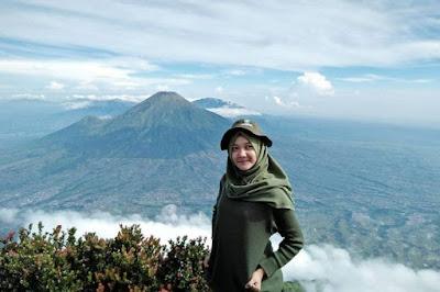 Style Pakaian untuk Pendaki Wanita Berhijab