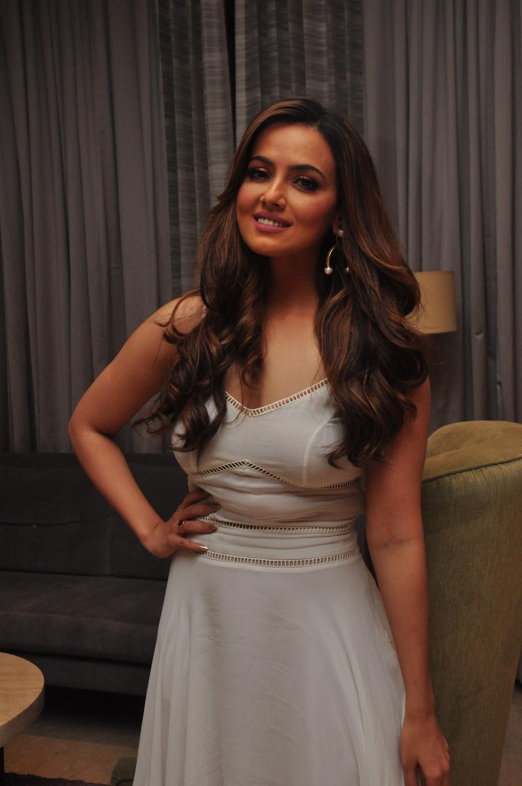 Sana Khan Latest Sizzling Photos