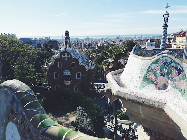 taras widokowy, Barcelona, Gaudi, mozaika, Park Guell