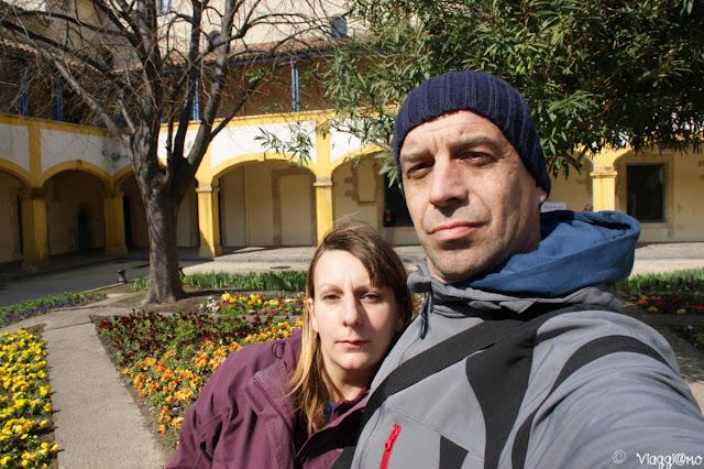 Noi di ViaggiamoHg nel giardino dell'Espace Van Gogh