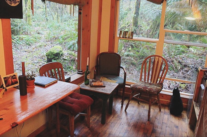 04-Breakfast-Area-Jacob-Witzling-Recycled-Architecture-with-the-1-Bedroom-USD7500-Micro-House-www-designstack-co