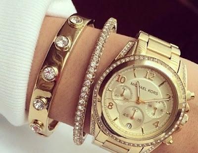 Часы с браслетами у женщин