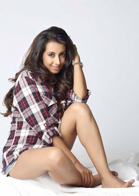 Kannada Actress Sanjjanaa New Hot Photogallery 2017