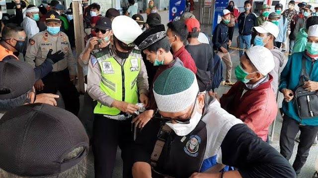 Delapan Polisi di Bekasi Positif Covid-19 Usai Amankan Demo Omnibus Law