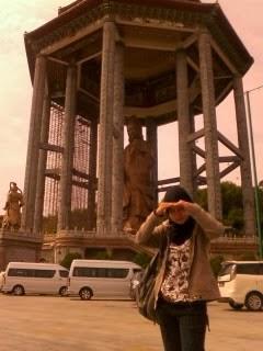 "<a href=""url gambar""><img alt=""foto patung dewi kwan im ayer itam kek lok si temple penang"" src=""urlgambar"" title=""foto patung dewi kwan im ayer itam kek lok si tenple penang"" />"