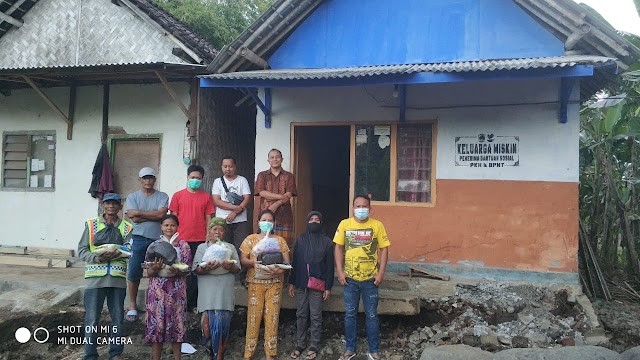 Warga RW 01 Bantu Korban Banjir