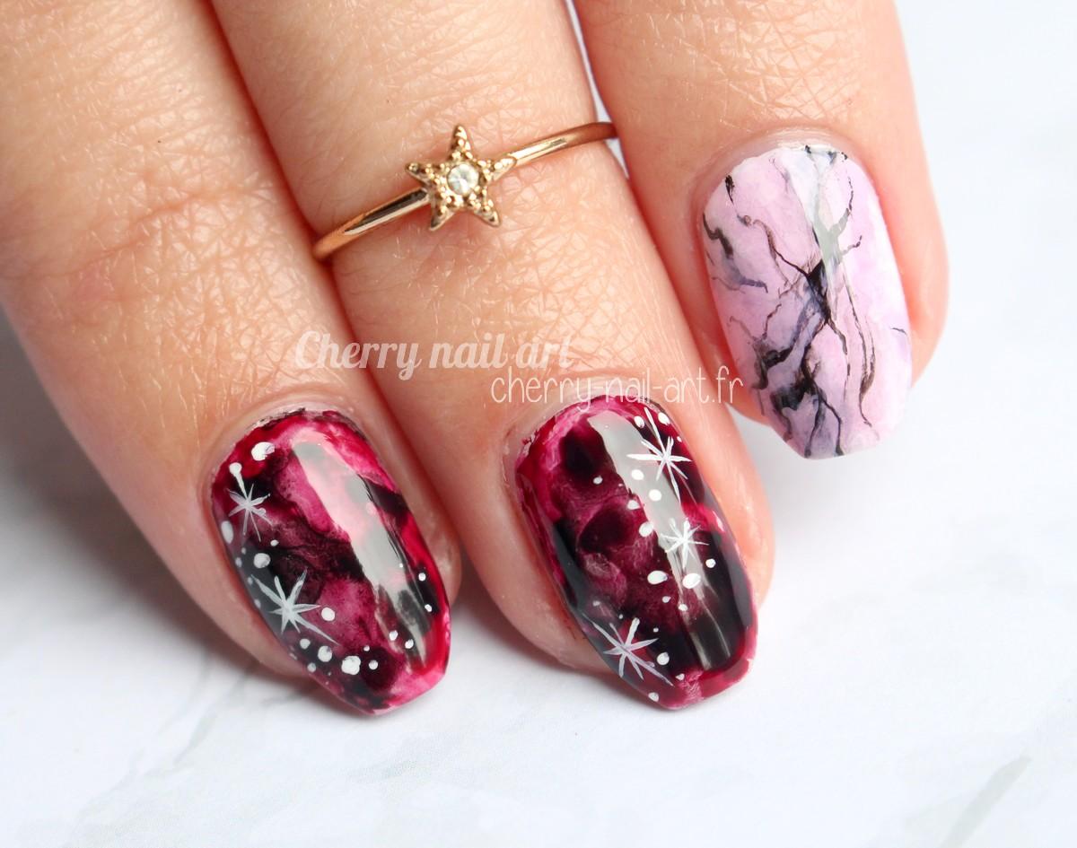nail-art-abstrait-marbre-rose-étoiles-aquarelle