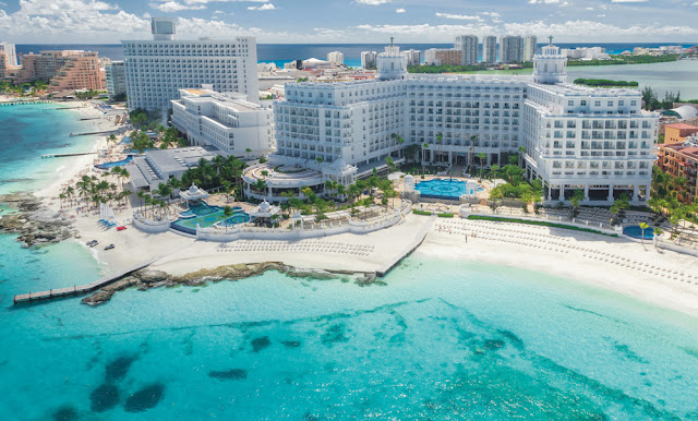 The Hotel Riu Palace Las Americas, located on the beach of Cancún, has been converted into a sensational Adults Only hotel in Punta Cancún.