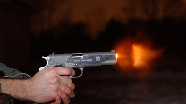 Δύο αστυνομικοί τραυματίες μετά από καταδίωξη με πυροβολισμούς