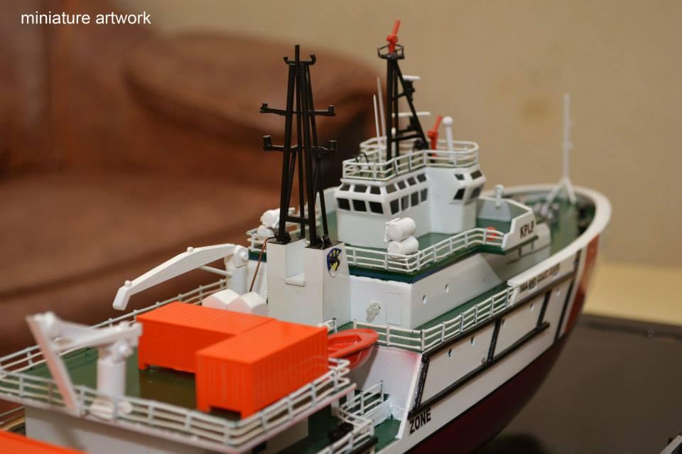gambar miniatur kapal kn trisula p111 kplp kesatuan penjaga laut dan pantai hubla rumpun artwork planet kapal