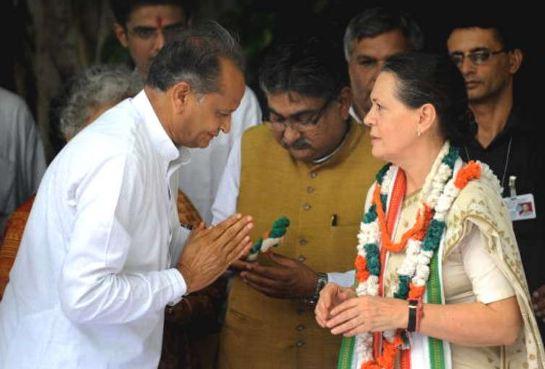 अशोक गहलोत के राजनीतिक कौशल से सोनिया गांधी का रुतबा भी बढ़ा - newsonfloor.com