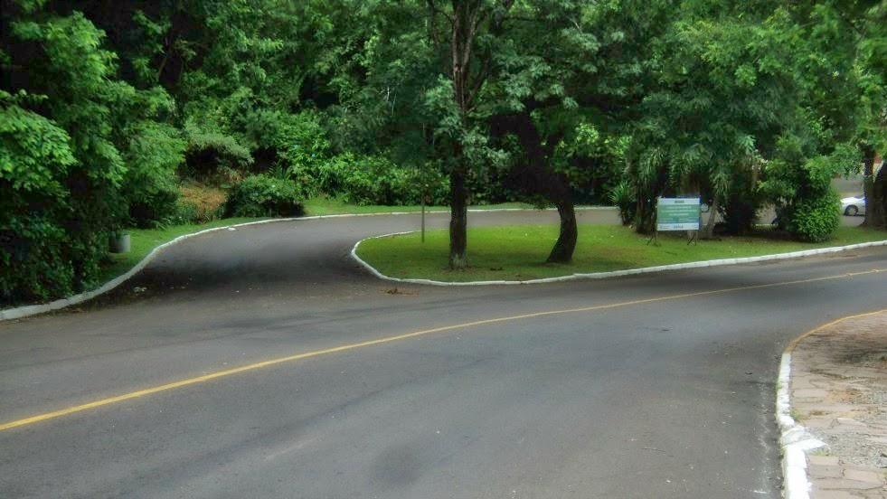 Rotatória Onde Fica o Acesso à Pequena Trilha para a Cascata Véu de Noiva, em Gramado