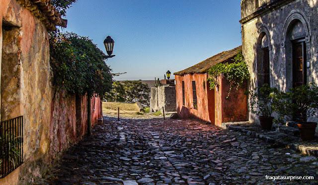 Calle de los Suspiros, a rua mais antiga de Colonia del Sacramento, Uruguai
