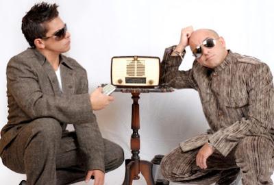 Foto de Franco y Oscarcito posando en cuclillas