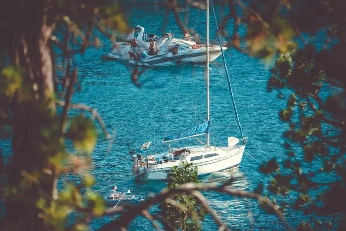 фотография яхт на водном пейзаже