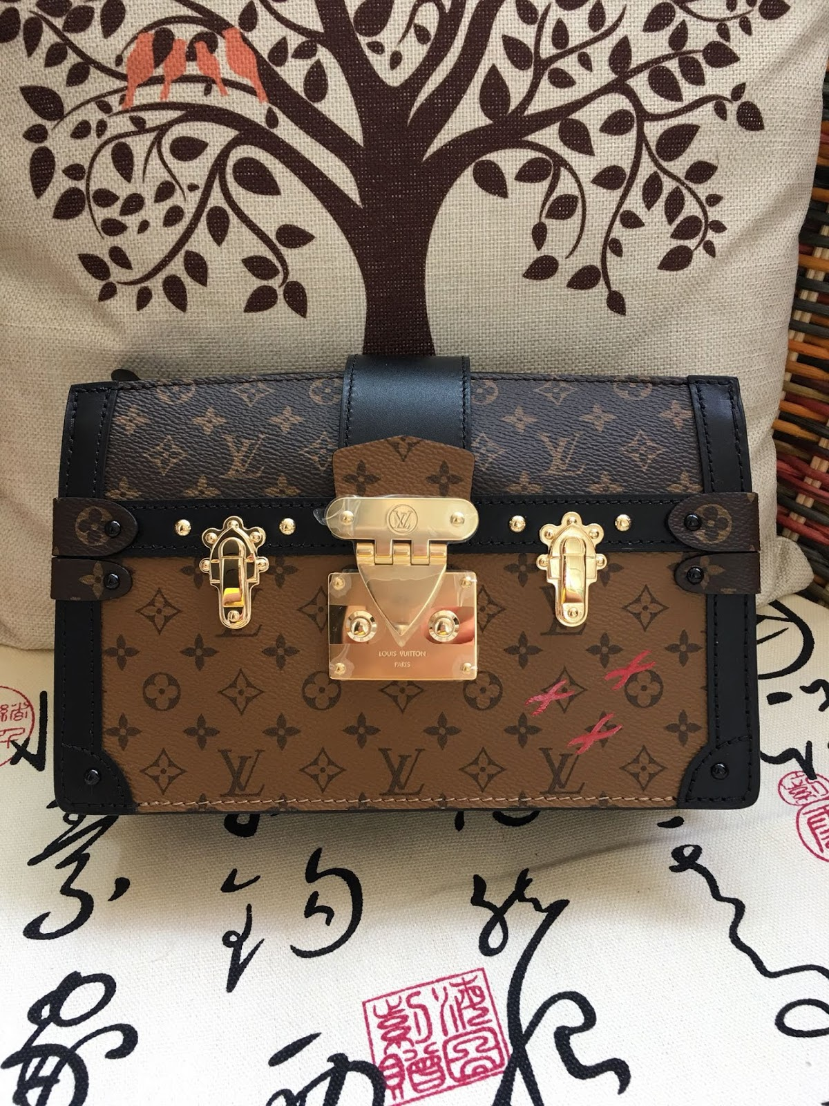 5db12be2d157 Beautiful Life Style  The New Louis Vuitton Trunk Clutch Tries Make ...