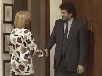 Sandra Mondaini riceve il vicino Martini