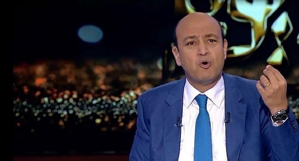 """""""يلا لم حاجتك""""... اقتحام استديو عمرو أديب وإجباره على إنهاء فقرة الأخبار... فيديو"""