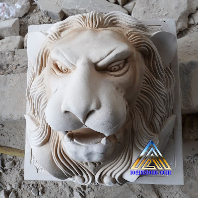 air mancur kepala macan batu putih