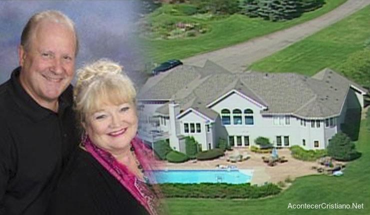 Pastor compra lujosa mansión con dinero de la iglesia
