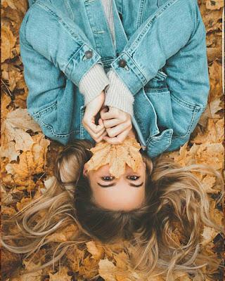foto tumblr en otoño acostada