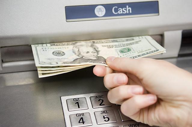 Señora descubrió 20 mil millones de pesos en su cuenta al ir al cajero