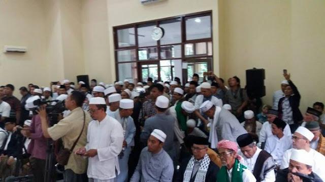 Mendukung HTI Membela Islam, Para Kiai dan Ustadz Ramai-Ramai Hadiri Gugatan HTI di PTUN