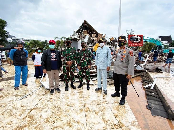 Kapolda Sulsel, Gubernur Sulsel dan Pangdam XIV Hasanuddin, Tinjau Langsung Pasca Gempa di Sulbar