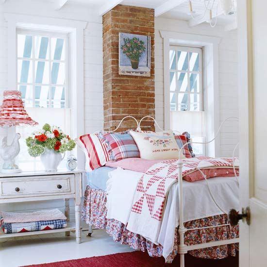 New Home Interior Design: Cozy Cottage-Style Bedrooms