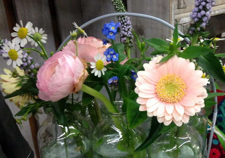 Kleine Vasen für Blümchen  Tischdeko