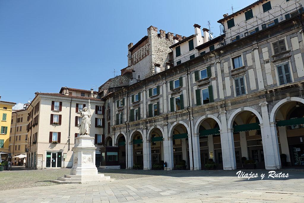 Torre di Porta Bruciata en plaza de la Logia de Brescia