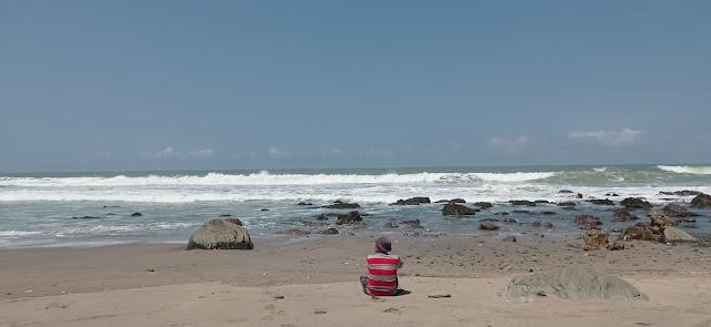 berjemur dulu di pantai pecaron indah kebumen