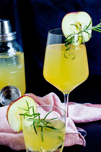 apfel holunderbl ten gin fizz sommerzeit ist cocktailzeit sasibella. Black Bedroom Furniture Sets. Home Design Ideas