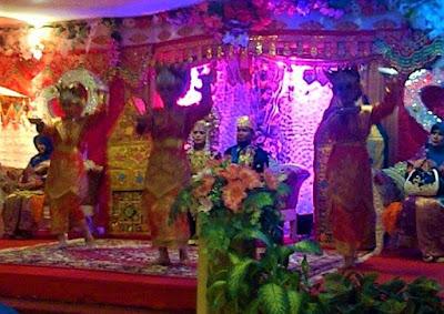 tari piring pada acara pernikahan