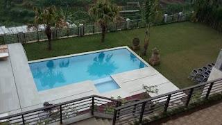 villa fasilitas kolam renang untuk reuni di lembang
