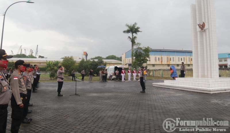 Polda Kepri Gelar Upacara Ziarah Taman Makam Pahlawan Rangka Bhayangkara ke 74