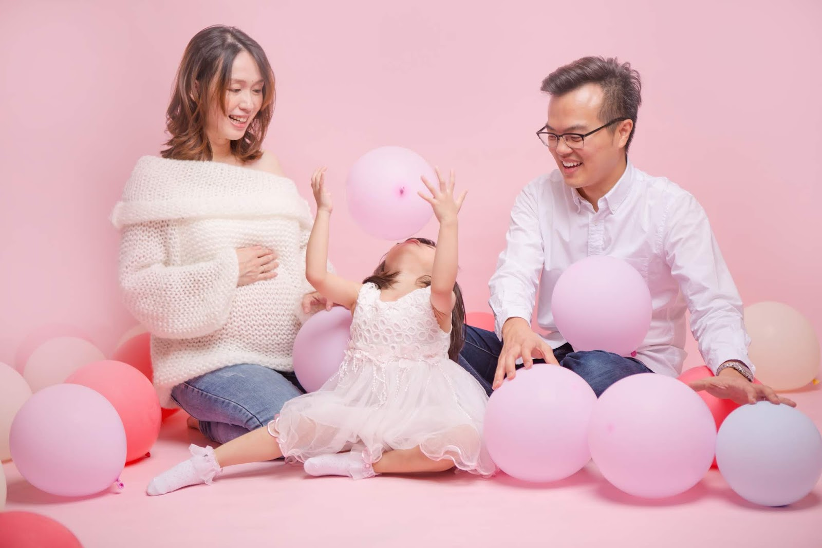 Maternity photography | Maternity photographer Penang | Maternity photograph | Photo Studio Butterworth, Penang | Best recommended Photographer | Friendly & Happy family portraits | Family portraits | Newborn & baby photographer Penang & Butterworth
