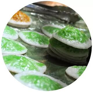 Serabi Ngampin adalah kudapan terbuat dari tepung beras yang dicetak diatas panggangan berbentuk bulat serta disajikan bersama kuah gula merah cair. Dinamakan serabi Ngampin karena makanan ini bisa ditemui di daerah Ngampin Kecamatan Jambu.