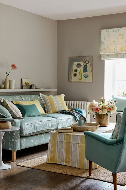 blue and yellow cottage living room